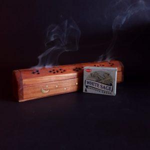 Fotografie cutie conuri parfumate si suport din lemn pentru ars betisoare parfumate